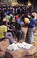 ASC Leiden - W.E.A. van Beek Collection - Dogon markets 32 - Selling cotton at the Tireli market, Mali 1987.jpg