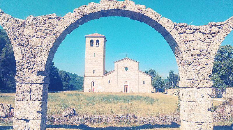 File:Abbazia S. Vincenzo al Volturno.jpg