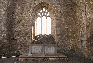 Abbey of Aghaboe - Image: Aghaboe Priory of St. Canice Choir Altar and East Window 2010 09 02