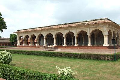 Agra-Fort-gardens-106.JPG
