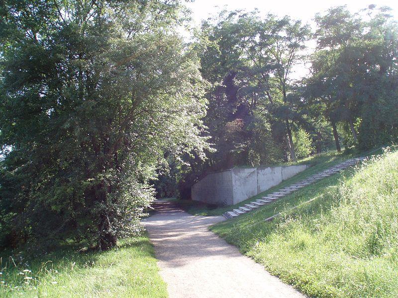 File:Ancienne ligne chemin de fer Pontoise-Possy axe majeur.jpg