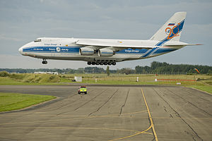 Antonov AN124-100 landing at RNZAF Base Ohakea.jpg