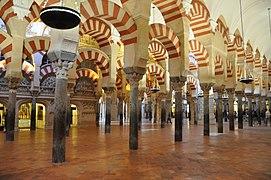 Arches de la Mosquée de Cordoue.jpg