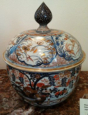 Imari ware - 18th-century Imari covered tureen in the District Museum, Tarnów is an example of export porcelain collected by Polish–Lithuanian Commonwealth's magnateria.