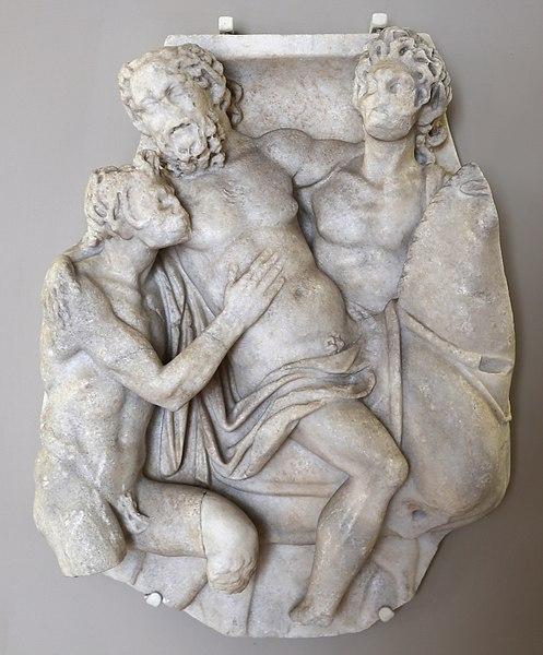 File:Arte romana, frammento di sarcofago con sileno e satiri, 150 dc ca.jpg