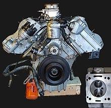 Aston Martin V8 kaj kamber.jpg