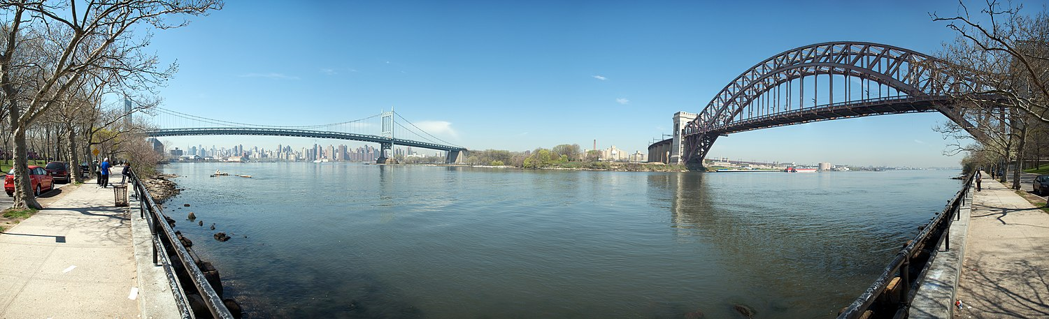 A panorama of the suspension section of the Robert F. Kennedy Bridge (left) and the Hell Gate Bridge (right), as seen from Astoria Park in Queens Astoria Park Panorama of Triborough and Hell's Gate Bridges.jpg