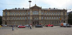 Helsinki Railway Square - Image: Ateneum