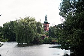 "Bad Bodenteich, the Lake ""Parksee"", view to the St. Petri Church.jpg"