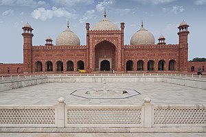 Badshahi Masjid, the Royal Mosque in Lahore, Pakistan.jpg