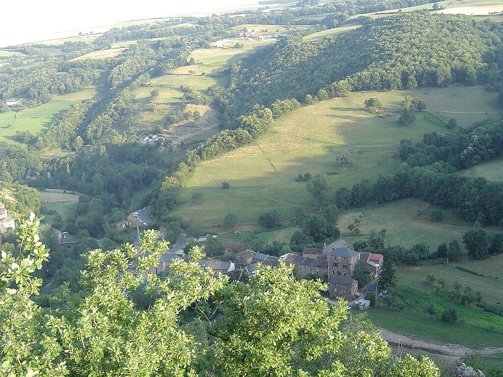 Balaguier sur Rance (Balaguier le Gras) en juillet 2010 depuis la Route menant vers Miolles.