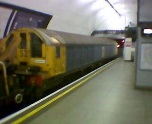 London Underground battery-electric locomotives - A battery-electric locomotive at Euston underground station, 04/04/06