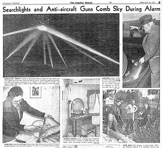 Anti-air shelling during WWII in Los Angeles, CA, against apparently nothing
