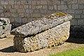 Bec-Hellouin sarcophage mérovingien.jpg