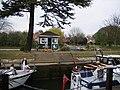 Bell Weir Lock, River Thames - geograph.org.uk - 401608.jpg