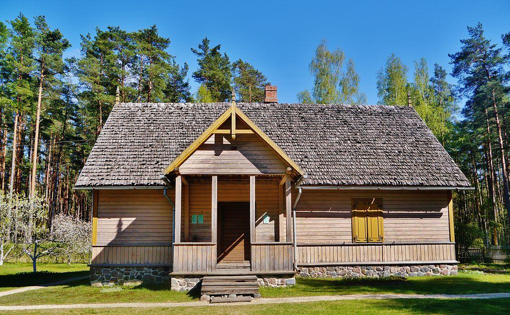 Maison en bois de la région de Vidzeme / Livonie dans le musée ethnographique de Lettonie - photo de Zairon.