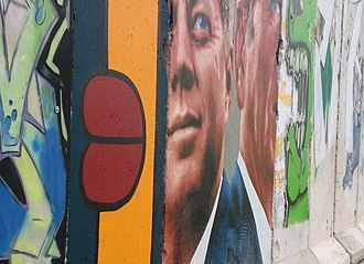5900 Wilshire - Image: Berlin Wall reproduction 5900 Wilshire Los Angeles 2