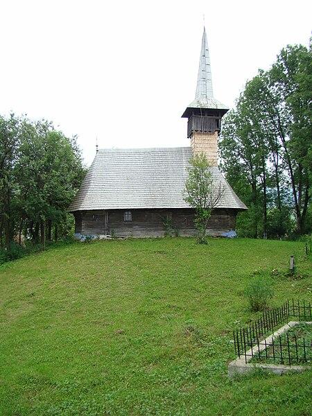File:Biserica de lemn Sf.Arhangheli Dobricu Lăpusului 03.JPG
