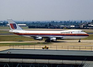 United Airlines Flight 826 - The aircraft involved in the accident, N4723U, at London Heathrow Airport in 1992