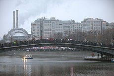 Protestors stand on bridge near to Kremlin Image: Leonid Faerberg.
