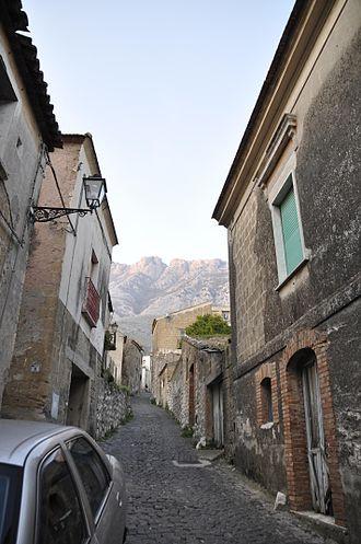 Bonea - A street of Bonea paved with setts