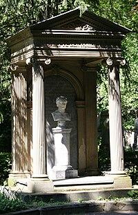 Bonn Alter Friedhof Grabstätte Plücker 9 Mai 2008.jpg