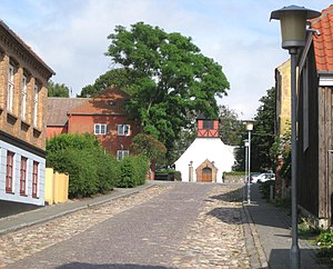 Hasle, Bornholm - Image: Bornholm Hasle Rådhusgade med Hasle Kirke bagved