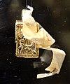 Bottega bizantina o veneziana, reliquiario a capsula, 1300-50 ca, in oro e legno 01.jpg
