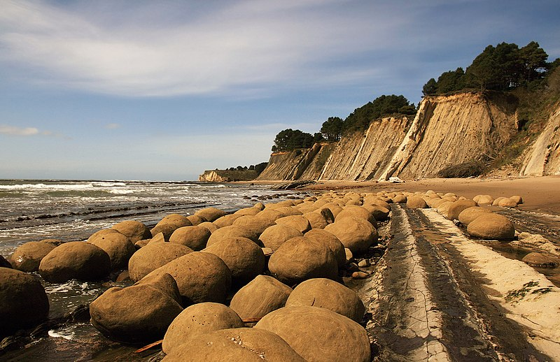 File:Bowling Balls Beach 2 edit.jpg