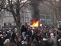 Brennendes Auto Place de la Nation 18 Maerz 2006.JPG