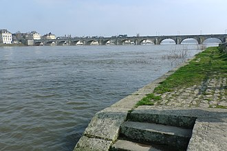 Battle of Saumur (1940) - Image: Bridge from Saumur to island