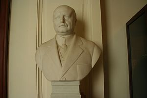 Aloys Van de Vyvere - Van de Vyvere's official portrait bust in the Belgian Federal Parliament