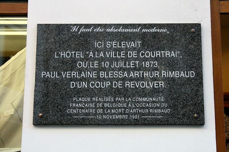 http://upload.wikimedia.org/wikipedia/commons/thumb/3/32/Bruxelles_rue_des_Brasseurs_1.jpg/800px-Bruxelles_rue_des_Brasseurs_1.jpg