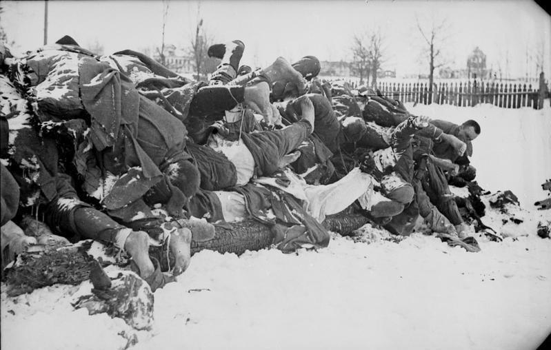 Bundesarchiv Bild 101I-004-3633-30A, Russland, Cholm, gefallene Rotarmisten