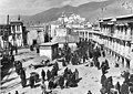 Bundesarchiv Bild 135-KA-06-085, Tibetexpedition, Marktplatz in Lhasa.jpg