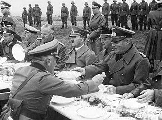Konrad Henlein - Rest during the German invasion on the road to Franzensbad: Henlein in uniform sitting between Hitler and General Wilhelm Keitel (right), 3 October 1938