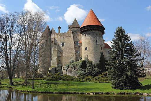Burg Heidenreichstein von Südost 2015-04