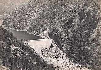 Burrinjuck Dam - Dam wall