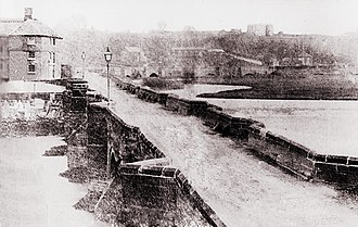 Burton upon Trent - An early photograph of the 36 arch medieval Burton bridge. The bridge was an important crossing point and was the site of battles in 1322 and 1643. It was demolished and replaced in 1863.
