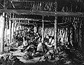 COLLECTIE TROPENMUSEUM Arbeiders aan het werk in tabaksfabriek Kali Pantjing Oost-Java TMnr 10020849.jpg
