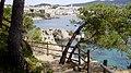 Camí de ronda al fons població Calella de Palafrugell - panoramio.jpg