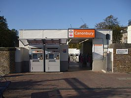 Canonbury station entrance.JPG