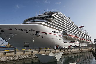 Carnival Cruise Line - Image: Carnival Vista docked in Valletta hnapel 01