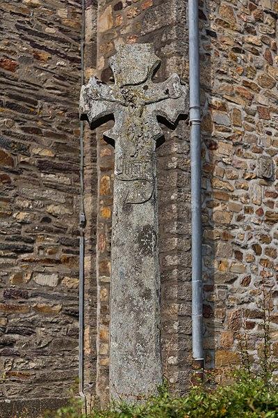 Croix autour de l'église Saint-Hervé de Caro.