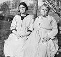 Carrie and Emma Buck, 1924.jpg