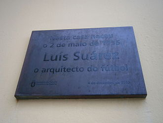"Luis Suárez (footballer, born 1935) - Galician language plaque outside Suárez's birthplace: ""In this house on 2 May 1935, the architect of football Luis Suárez was born""."