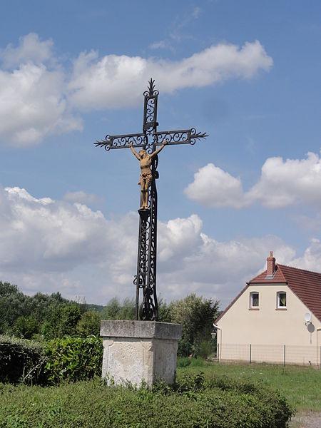 Caumont (Aisne) croix de chemin
