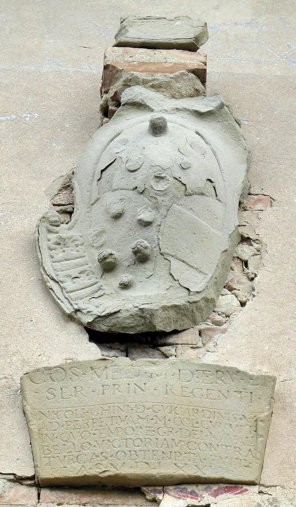Certaldo Alta, Porta al Sole, stemma medici-austria, di Cosimo I al tempo del matrimonio del figlio Francesco