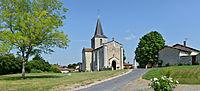 Châtignac 16 Église&place 2013.jpg