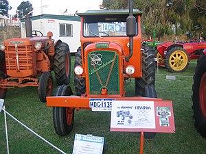 Chamberlain John Deere - Image: Chamberlain 40K and Champion 6G Tractors at 2007 Perth Royal Show